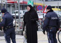 Bosanac u Austriji s nikabom protestirao zbog zabrane nošenja burke