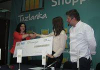 """VIDEO: Predstavnici RK Tuzlanka uručili donaciju Udruženju građana """"Vive žene"""" Tuzla"""